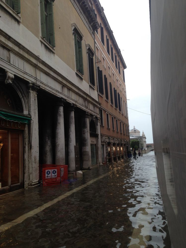 Soundscape near San Marco square with drill and high tide