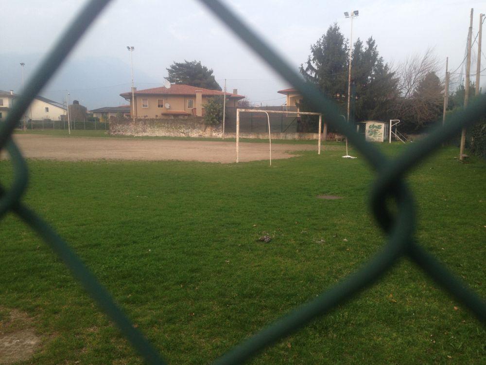 Aspettando le campane delle 18 a San Vito, con tortora e pallone
