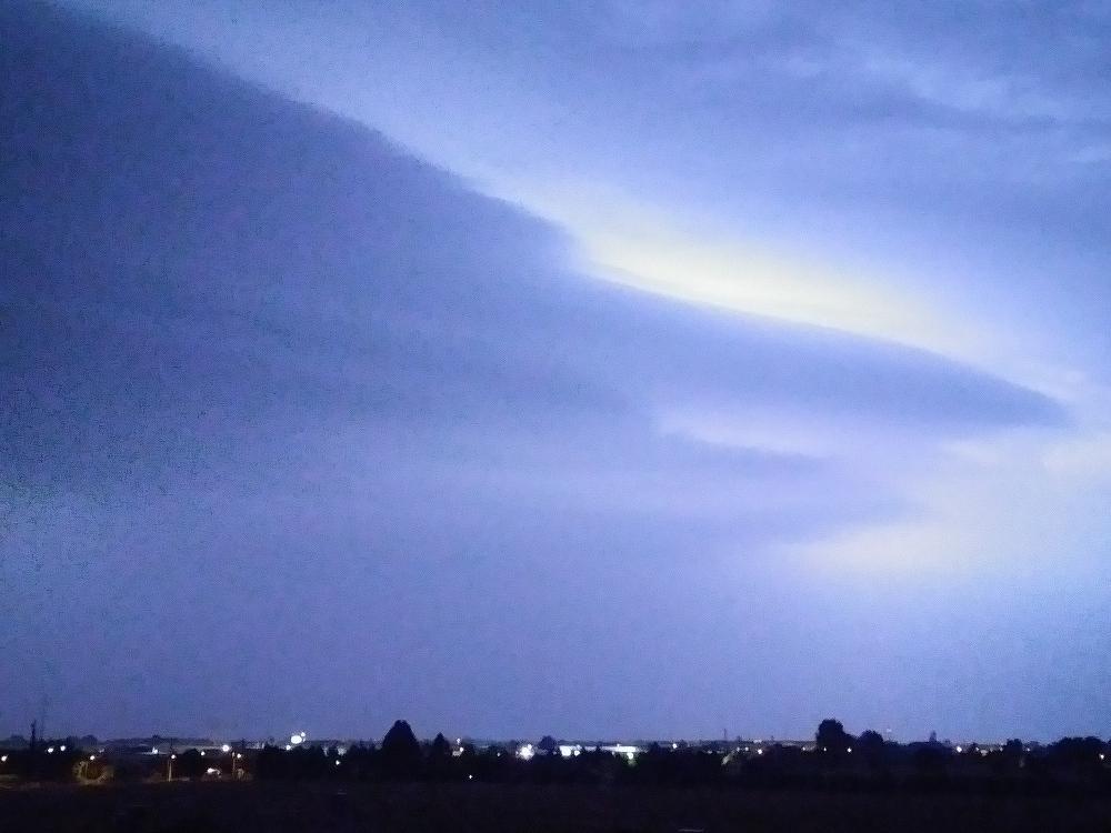 Il grillo canta e il temporale avanza