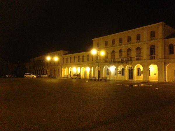 Night soundscape from Crespino ( Polesine ) with boys talking under the arcades and frogs in the air