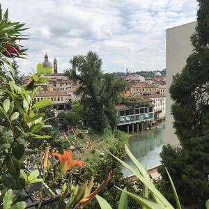 Fiume Bacchiglione nei pressi del ponte Pusterla a Vicenza